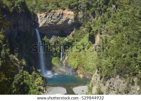 Waterfall Velo de la Novia (Bride's Veil) in Parque Nacional Radal Siete Tazas in Maule, Chile. Foto stock ©