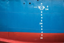 waterline indication numbers on a ship