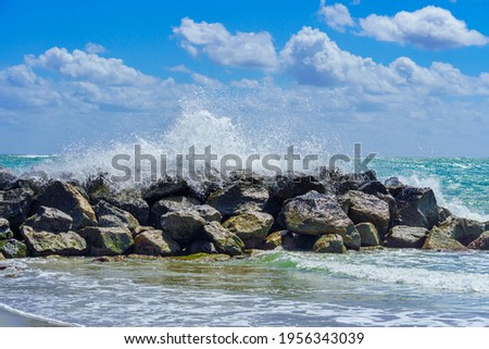 Wave breaking over a rock breakwater - Dania Beach, Florida, USA Zdjęcia stock ©