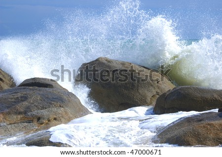 Waves crushing into the rocks (Koh Samui, Thailand)