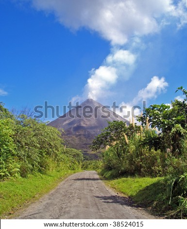 Way to the active volcano Arenal in Costa Rica