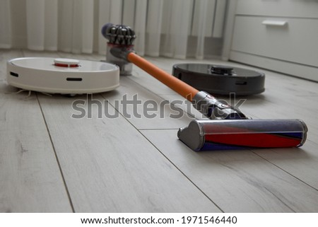 We find out which of the vacuum cleaners is better: a black robot vacuum cleaner, a white robot vacuum cleaner or a wireless vacuum cleaner with a nozzle
