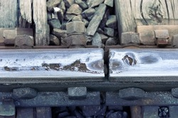Wear and corrosion of steel rails at the junction (expansion gap), not wearing depth of rail head, flattening of rail. Railway business