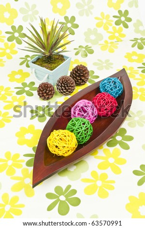 weave ball in the wooden leaf tray shape