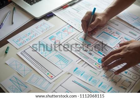 Website designer Creative planning application development  draft sketch drawing template layout framework wireframe design studio . User experience concept . Foto stock ©