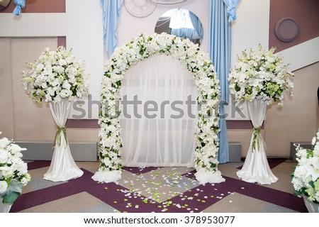 Wedding arch of white flowers ez canvas wedding arch of white flowers mightylinksfo