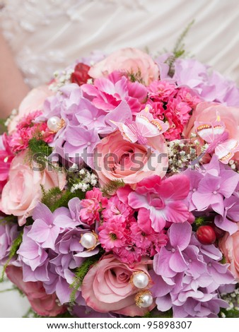 wedding bouquet of pink flowers at girl's hand