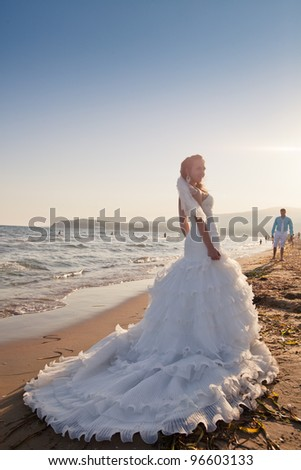 Wedding - Bride and groom at the beach