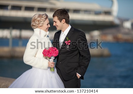 Wedding bride and groom dancing loving couple dance at winter bridal day Enjoy moment of happiness and having fun. playful newlywed family woman and man in love. gorgeous bride and handsome groom.