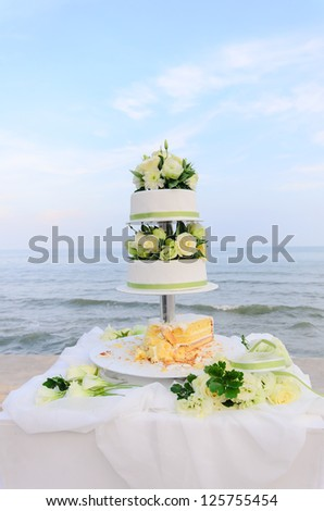Wedding cake and the sea