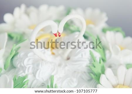 Wedding cake swans topper