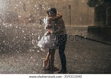 wedding couple dancing in the rain
