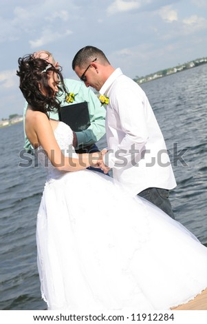 wedding couple praying
