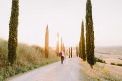 wedding couple travel tuscany at sunset. FIne art wedding photo. Destination wedding. Travelling italy on honeymoon.