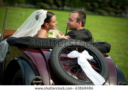 wedding couple with old car