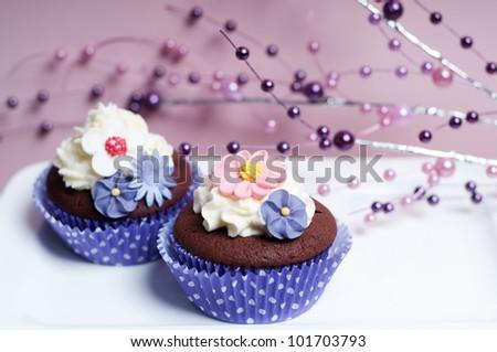 Wedding cupcakes with sugar flowers