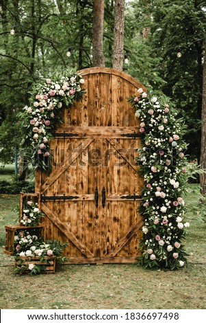 wedding decor, large wooden loft style gates are used in off-site wedding ceremony, day, wooden wedding photo zone, wedding decorations