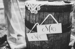 Wedding decor. Wooden barrel. Wooden plaque with the inscription Mr & Mrs. Wedding decorations signboard against the background of wooden box. Black and white photo.