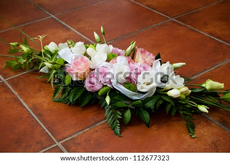 Wedding Flower with shoes - hydrangea with Freesia