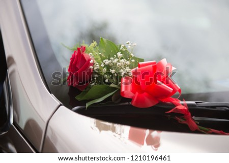 wedding limo car decoration with red roses.