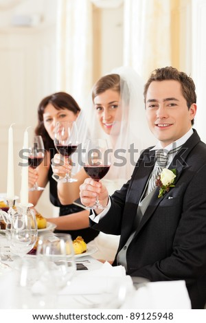 Wedding party at dinner - the bridal couple with guests