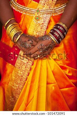 wedding pattern on hands
