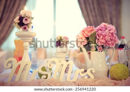 Wedding presidential table arrangement