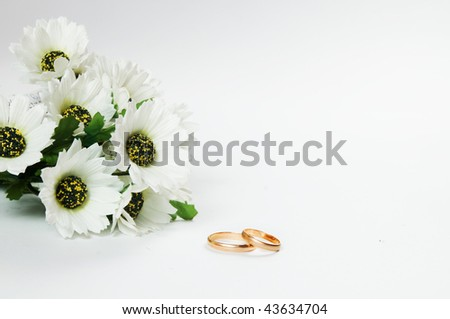 Wedding rings and flowers composition