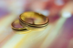 wedding rings in warm colors with reflection