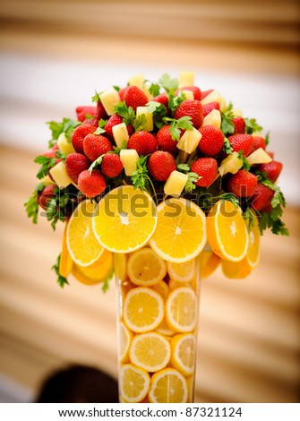 Wedding table arrangement pineapple