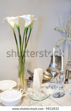Wedding Table Decorated With Calla Lily Bouquet Stock Photo
