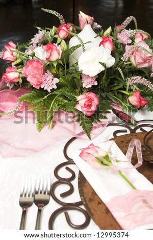 Weddings in North Carolina » Wedding table setting and flower