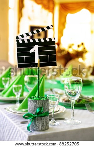 Wedding table served in green colors in movie style with for Table 9 movie