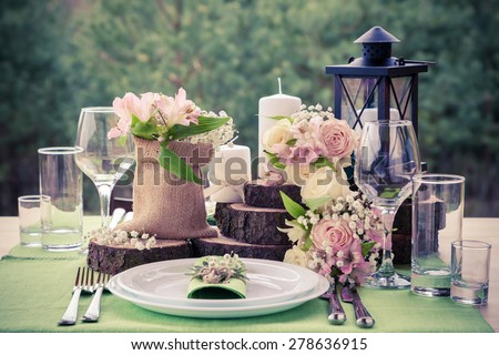 wedding table setting in rustic ...