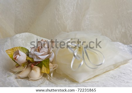 weeding Favors and wedding rings and bands for weddings and holidays