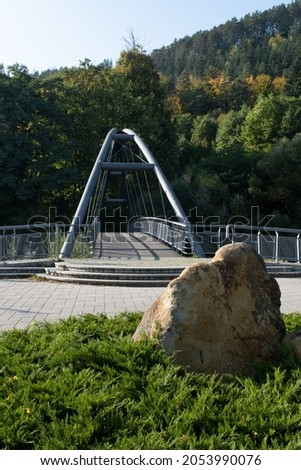 Wegierska Gorka, Poland - September 28, 2021. Bridge on the Sola river in Wegierska Gorka (Bulwar). Autumn sunny day. Selective focus. Zdjęcia stock ©