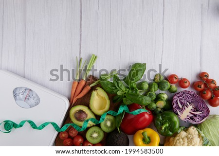 Weight loss scale with centimeter. Diet concept. Healthy food background. Food photography different fruits and vegetables. concept slimming diet fresh vegetables. top view. Photo stock ©