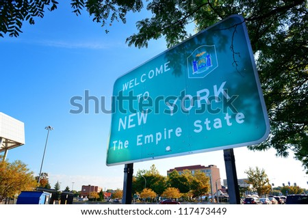 Welcome sign in New York state from Niagara Falls.