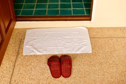 Welcome the words on a white cloth and red weave shoes at the door.