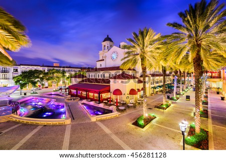 West Palm Beach, Florida, USA cityscape and plaza.