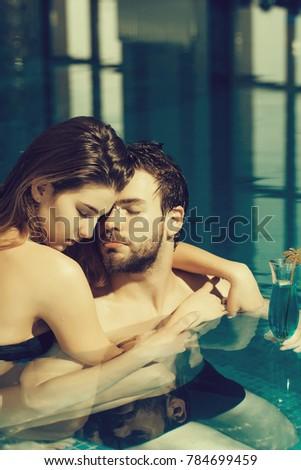 sexy-girls-kiss-swimming-teen