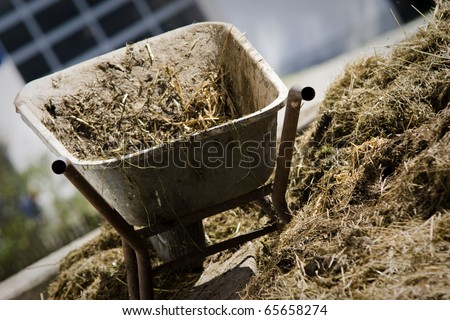 Wheel barrow with natural heap