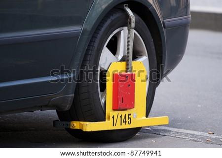 Wheel clamp - car immobilizer