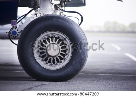 wheel of airplane