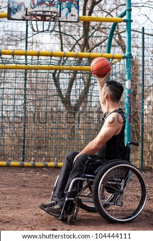 wheelchair users in sports, basketball with wheelchair, strong man