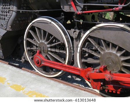 Wheels and machinery of black old locomotive #613013648