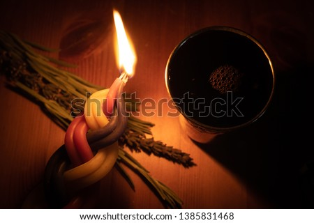When the Shabbat ends, it is a Jewish custom to light a multi-wick candle, smell fragrant plants and say a blessing on wine. Stok fotoğraf ©