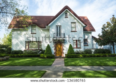 White American craftsman stucco house with a red roof