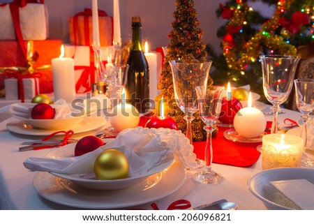 White and red decorations on the Christmas table