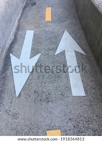White arrows pointing in both directions in a narrow bike lane in New York City, USA Photo stock ©